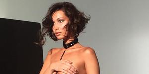 Foto Hot Bella Hadid Topless Sambil Pakai G-String
