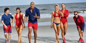 Foto Keren & Seksi Para Pemain Baywatch di Tepi Pantai