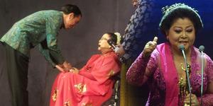 Penyanyi Keroncong Waljinah Dapat Penghargaan dari Jokowi