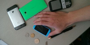 Posh Mobile Micro X S240, Smartphone Terkecil Berlayar 2,4 Inci