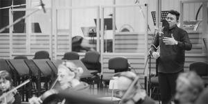 Video Tulus Tampil Memukau Bawakan 'Pamit' Diiringi Orkestra Praha