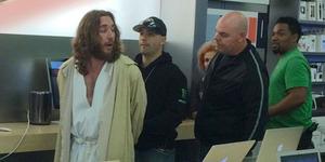 Yesus Gadungan Ditangkap Usai Bikin Onar di Apple Store