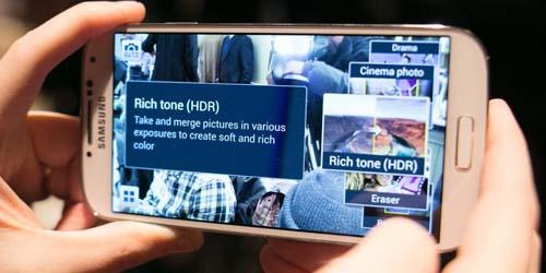 April, Samsung Galaxy S4 Dirilis