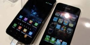 Apple iPhone 4S vs Samsung Galaxy S2 , menang mana ?