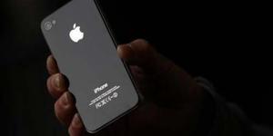 Artis Huruf 'S' Pada iPhone 4S