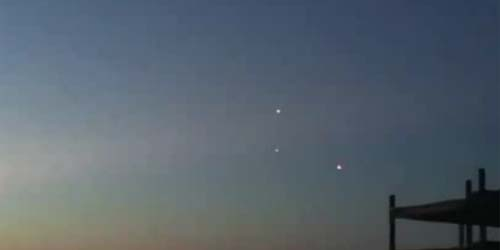 3 UFO Melintas di Langit Melbourne Australia