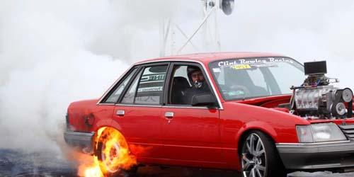 Aksi Bakar Ban Mobil 'Burn Out' Cetak Rekor Dunia