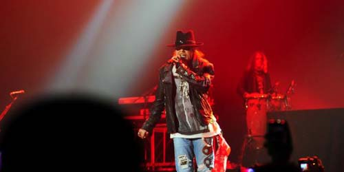 Aksi Guns N' Roses Getarkan Jakarta dengan Indonesia Raya