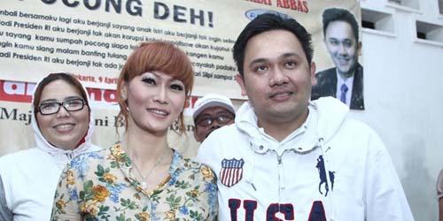 Ayo Goyang Pocong Style 'Goyang Jujur' Farhat Abbas
