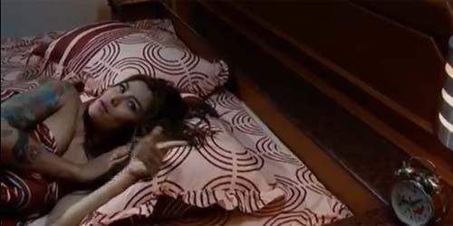 Cinta Penelope Umbar Payudara di Jeritan Danau Terlarang
