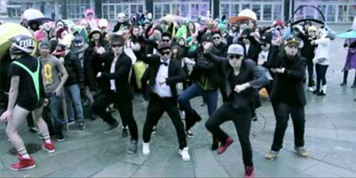 Gokil! Harlem Shake vs Gangnam Style