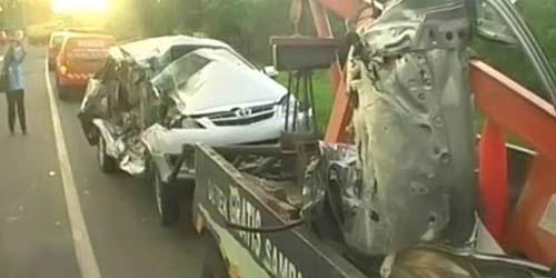 Rekaman CCTV Tabrakan Minibus dan Truk Di Tol Serang Barat