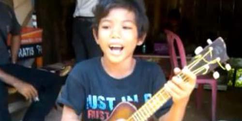Tegar, Pengamen Cilik Subang yang Hebohkan YouTube