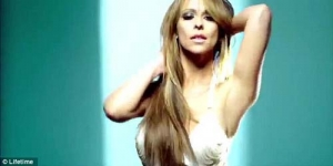 Jennifer Love Hewitt Menari Erotis di Video The Client List