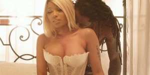 Nicki Minaj Beradegan Seks Dengan Lil Wayne di Video High School